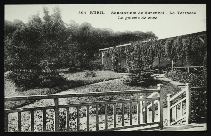 Carte postale ancienne Sanatorium de Buzenval - La Terrasse - La galerie de cure à Rueil-Malmaison