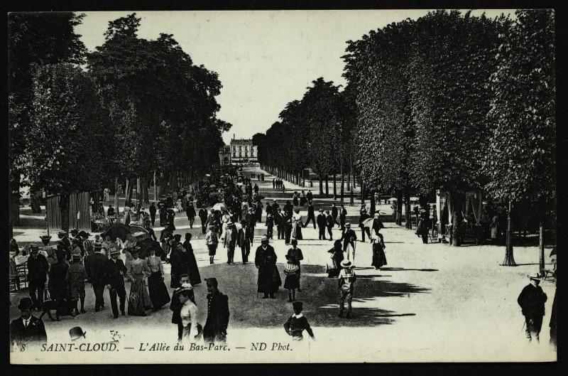 Carte postale ancienne L'Allée du Bas-Parc à Saint-Cloud