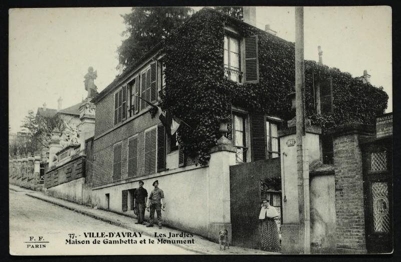 Carte postale ancienne Les Jardies - Maison de Gambetta et le Monument à Sèvres