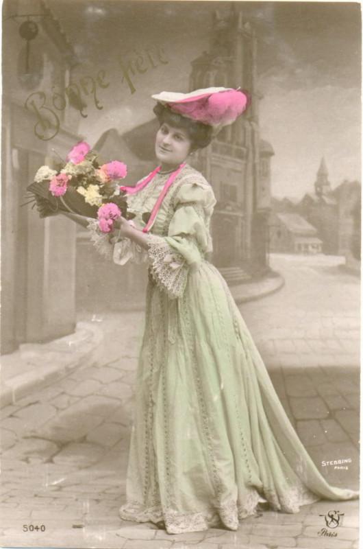 Carte postale ancienne Bonne fête, femme avec fleurs à