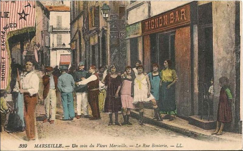 Carte postale ancienne Marseille -un coin du vieux marseille -la rue bouterie à Marseille