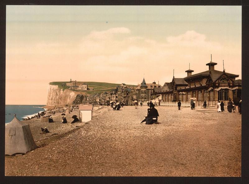 Carte postale ancienne The beach, sea baths, Tréport, France-LCCN2001698721 à