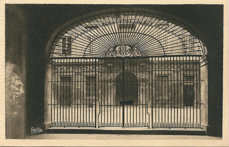 Carte postale ancienne Aix en Provence-Fr-13-vers 1930-hôtel de ville-la grille à Aix-en-Provence