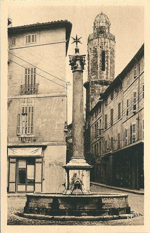 Carte postale ancienne Aix en Provence-Fr-13-vers 1930-la Fontaine des Augustins à Aix-en-Provence