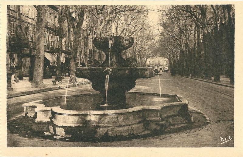 Carte postale ancienne Aix en Provence-Fr-13-vers 1930-la Fontaine des Neufs-Canons à Aix-en-Provence