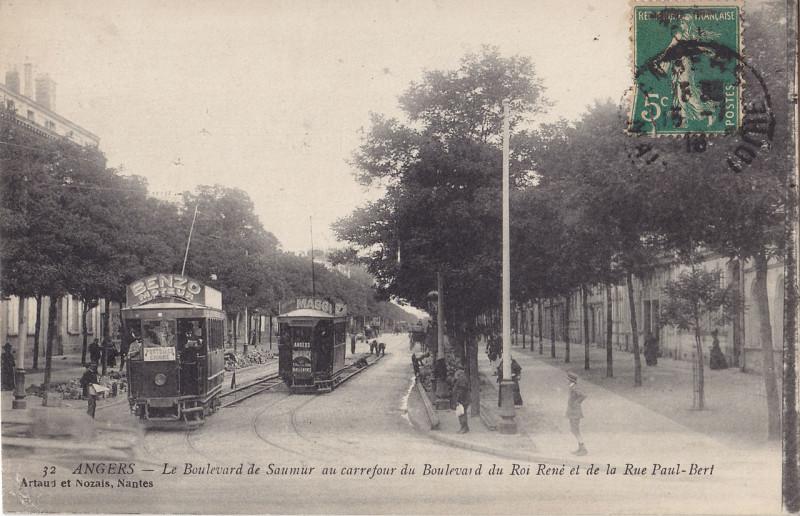 Carte postale ancienne Artaud et Nozais 32 - Angers - Le Boulevard de Saumur au Carrefour du Roi René et de la Rue Paul-Bert à Angers