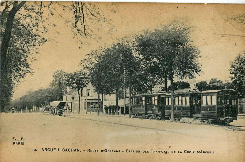 Carte postale ancienne Route d'Orléans - Station des Tramways de la Croix d'Arcueil à Cachan