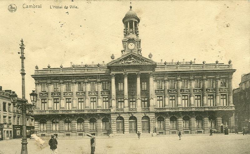 Carte postale ancienne Cambrai - Rathaus à Cambrai