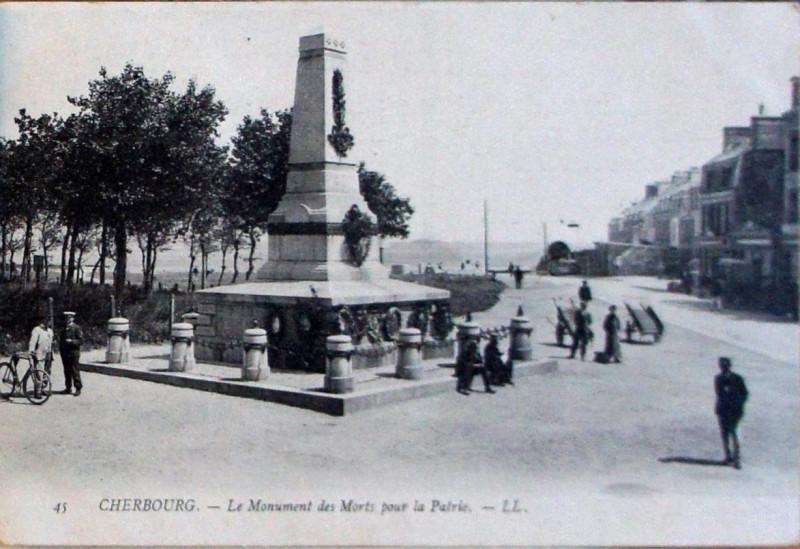 Carte postale ancienne Cherbourg monument aux morts à Cherbourg-en-Cotentin