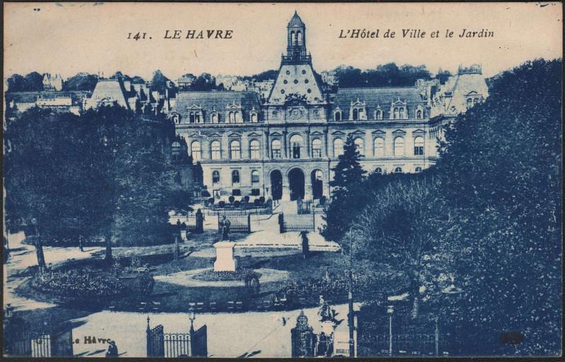 Carte postale ancienne 141 Le Havre - L'Hôtel de Ville et le Jardin au Havre