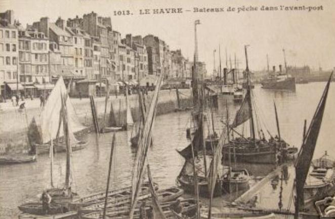 Carte postale ancienne 76-Le Havre-Bateaux de pêche dans le port-vers 1910 au Havre