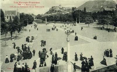Carte postale ancienne 65-Lourdes-Esplanade-Nd à Lourdes