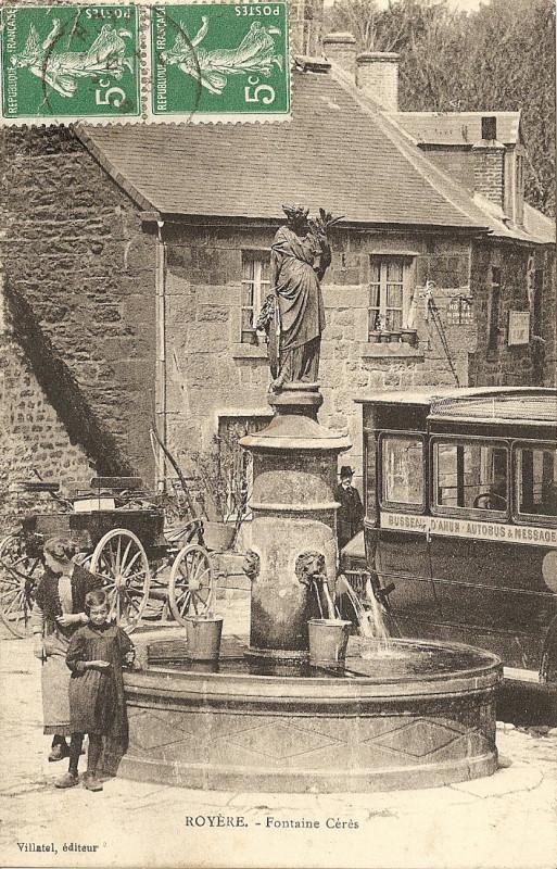 Carte postale ancienne 1919 L'autobus place de la Mayade à Royère-de-Vassivière