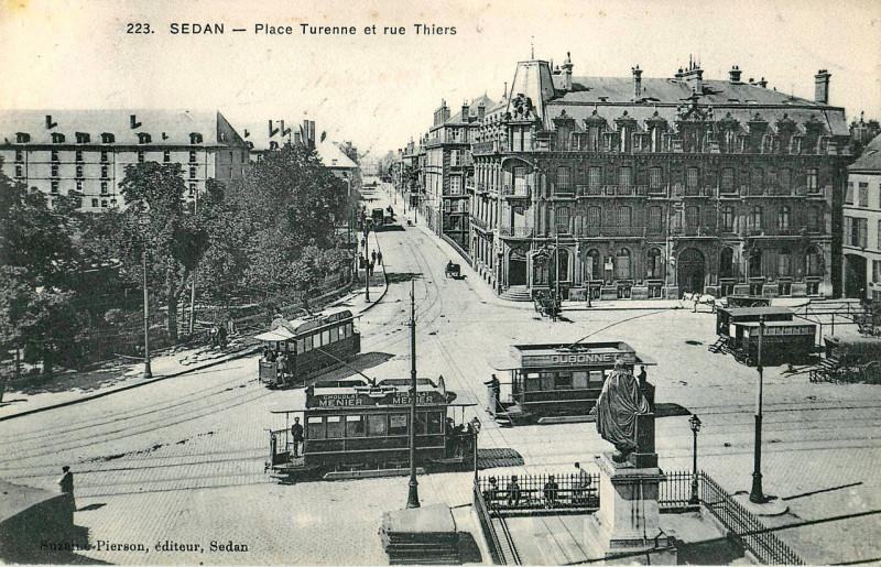 Carte postale ancienne Place Turenne et rue Thiers à Sedan
