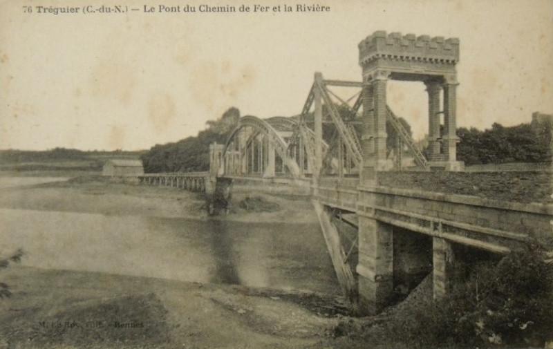 Carte postale ancienne Pont noir ferroviaire à Tréguier