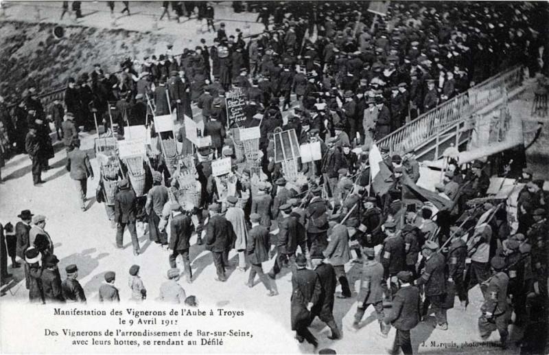 Carte postale ancienne Bar-sur-Seine manifestations vignerons 1911 à Troyes