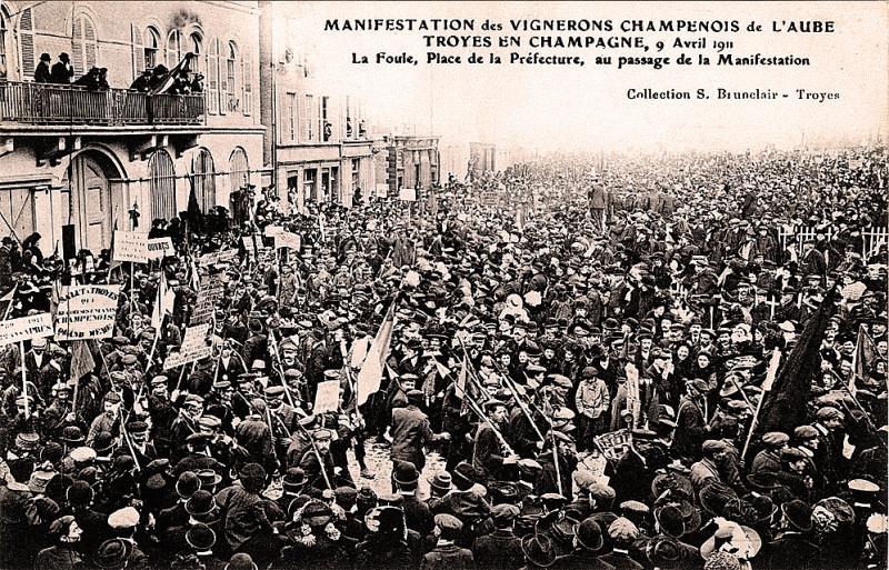 Carte postale ancienne Champagne Troyes manifestation du 9 avril 1911 à Troyes