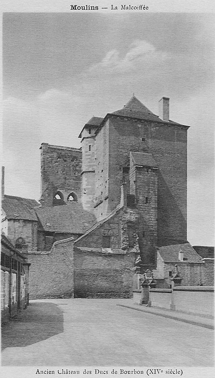 Carte postale ancienne La Malcoiffée - Ancien Château des Ducs de Bourbon (XIVe siècle) à Moulins