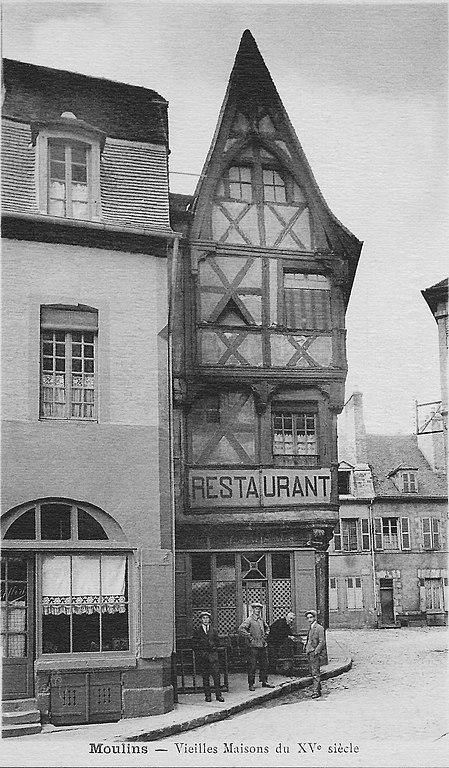 Carte postale ancienne Vieilles Maisons du XVe siècle à Moulins