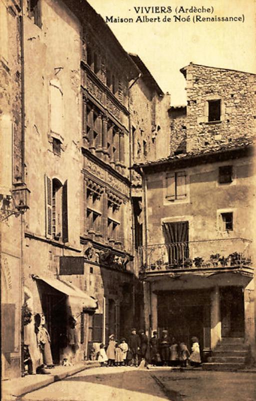 Carte postale ancienne Viviers-sur-Rhône Maison Albert de Noe à
