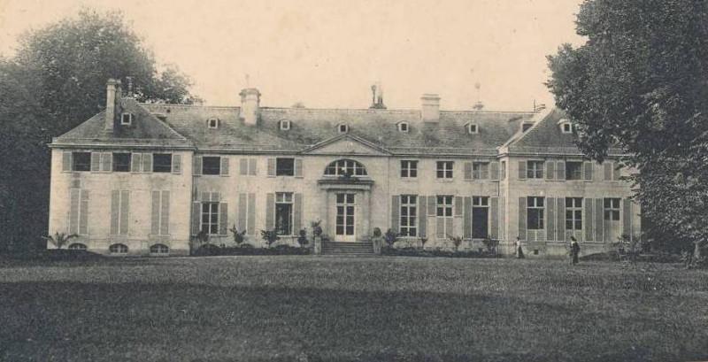 Carte postale ancienne Façade du Château à Colombelles