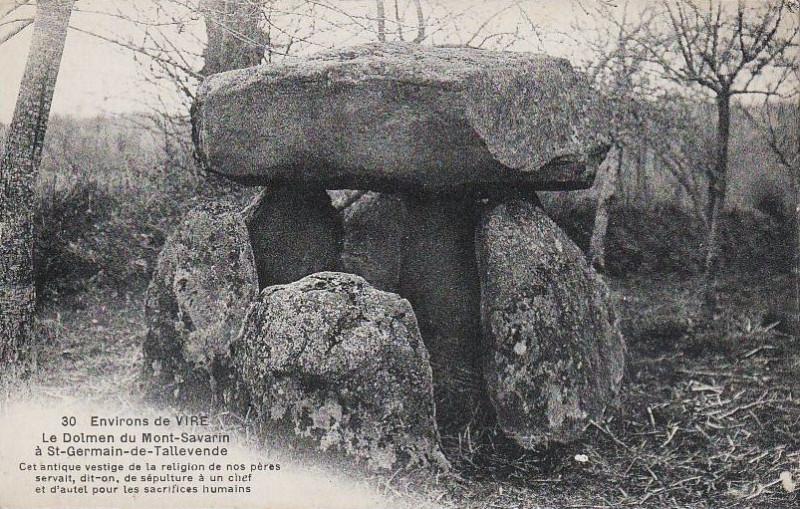 Carte postale ancienne Dolmen de la Loge aux Sarrazins à Vire Normandie