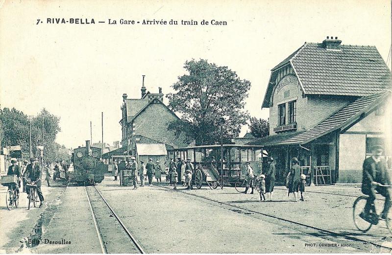 Carte postale ancienne Riva-Bella - la Gare - Arrivée du train de Caen à