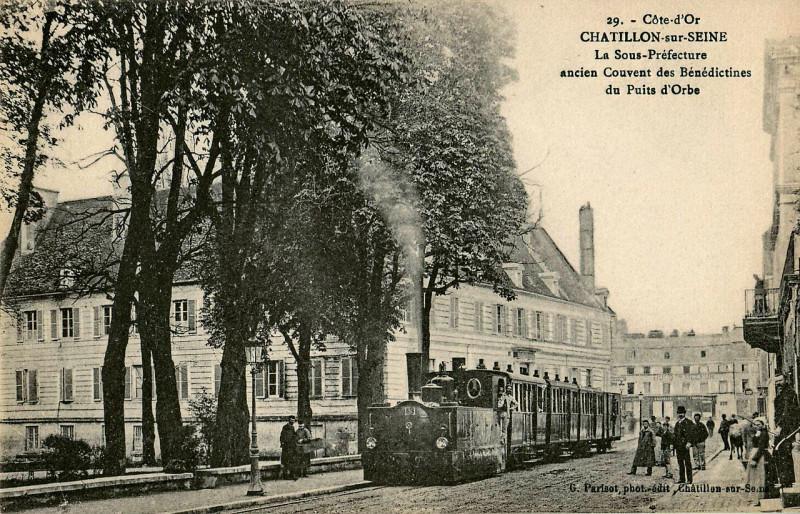 Carte postale ancienne Parisot 29 - Cote-D'Or - Chatillon-Sur-Seine - La Sous-Préfecture - Ancien Couvent des Bénédictines du Puits d'Orbe à