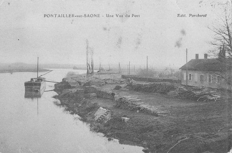 Carte postale ancienne Pontailler sur saone vue du port à