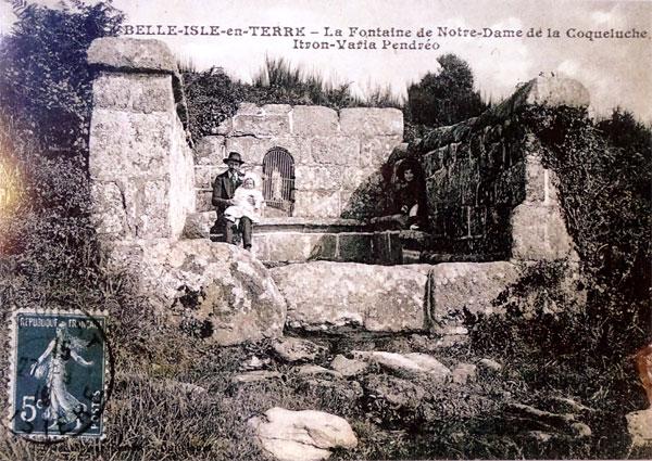 Carte postale ancienne Belles-Isle-en-Terre. Cp Fontaine N.C de Pendreo