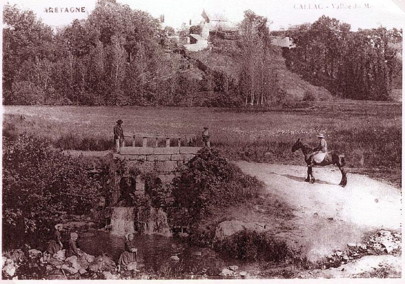 Carte postale ancienne Callac 22. Etang du Moulin. Vannes 1