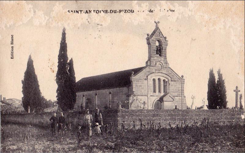 Carte postale ancienne Le Pizou -église à