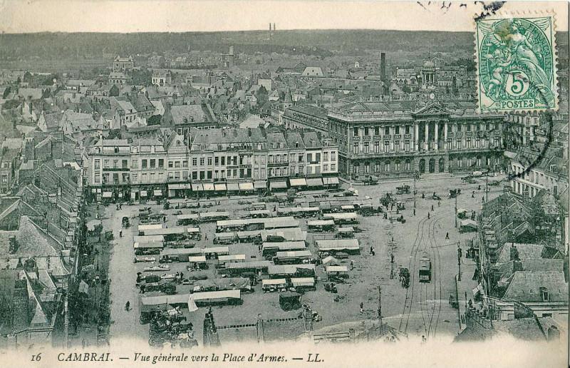 Carte postale ancienne Vue générale vers la Place d'Armes à Cambrai