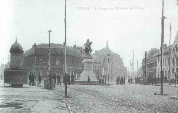 Carte postale ancienne La Statue du Maréchal de Villars à Denain