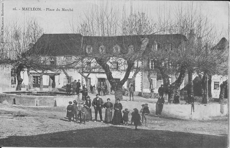 Carte postale ancienne Mauléon-Place du Marché (1910) à Mauléon-Licharre