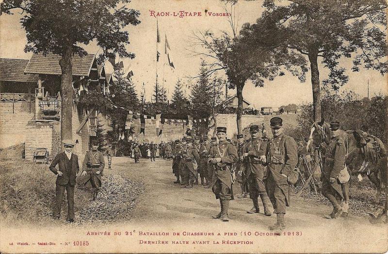 Carte postale ancienne Arrivée du 21e Bataillon de Chasseurs à Pied à Raon-l'Étape
