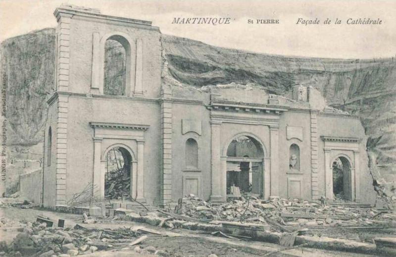 Carte postale ancienne Façade de la cathédrale en 1902