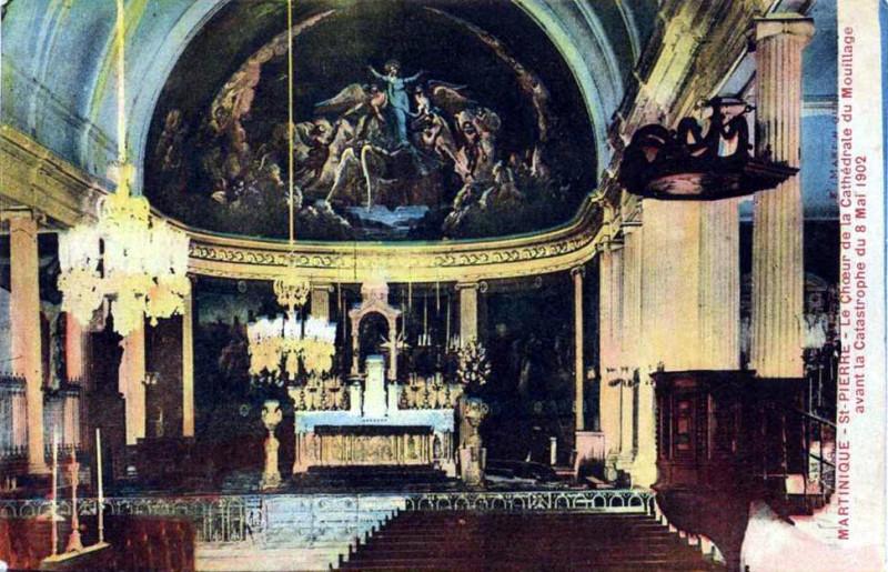 Carte postale ancienne Intérieur de la cathédrale de Saint-Pierre de la Martinique