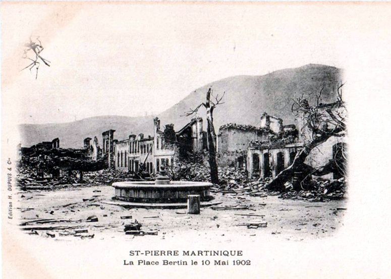 Carte postale ancienne La place Bertin le 10 mai 1902