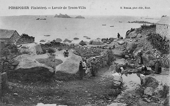 Carte postale ancienne Lavoir de Traon-Vilain Porspoder à Porspoder