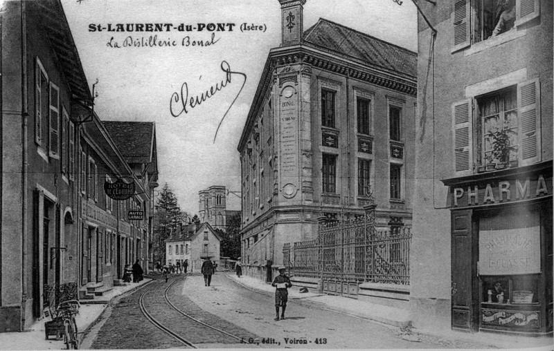 Carte postale ancienne Saint-Laurent-du-Pont, la distillerie Bonal, 1908, p210 de L'Isère les 533 communes - J G édit Voiron à Saint-Laurent-du-Pont