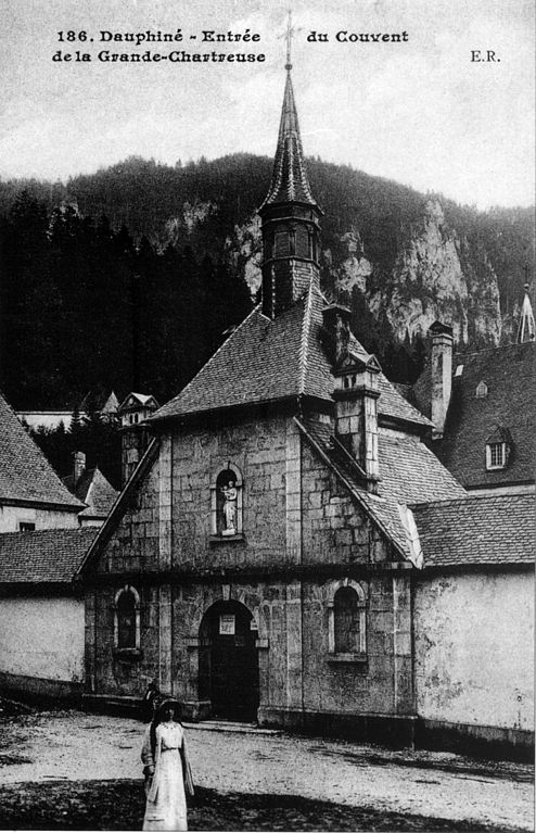 Carte postale ancienne Entrée du Couvent de la Grande-Chartreuse à Saint-Pierre-de-Chartreuse