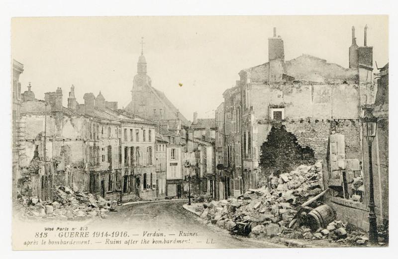 Carte postale ancienne Ruines après le bombardement à Verdun