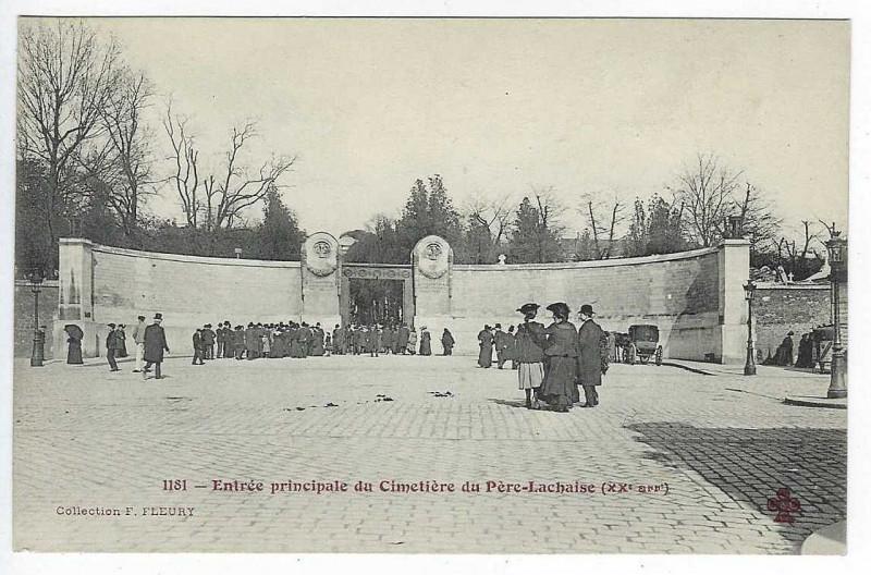 Carte postale ancienne Entrée principale du Cimetière du Père-Lachaise à Paris 11e