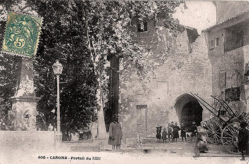 Carte postale ancienne Caromb Portail du Rieu