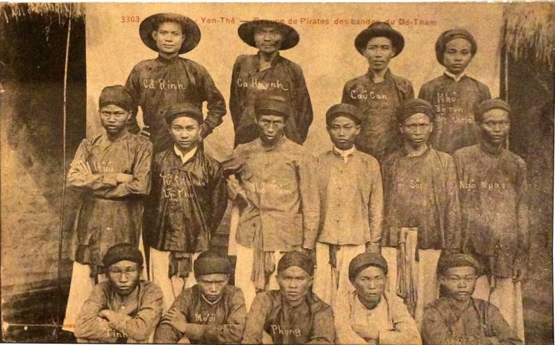 Carte postale ancienne Yen-Thê goupe de pirates du Dê Tham 243 à
