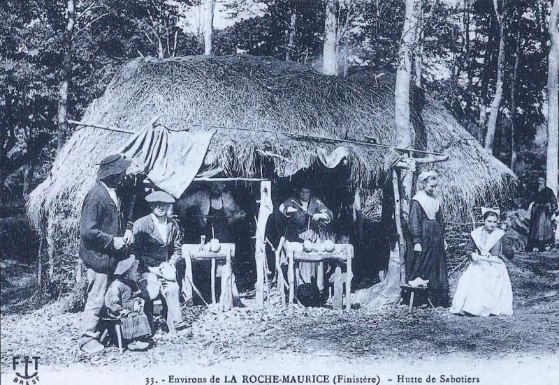 Carte postale ancienne La Roche-Maurice sabotiers 1908 François Tourmen à La Roche-Maurice