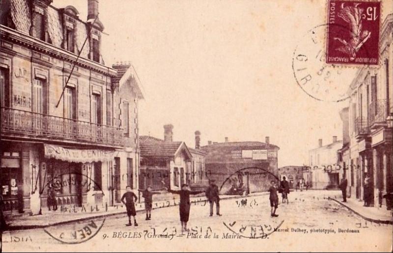 Carte postale ancienne Bègles - place de la Mairie à