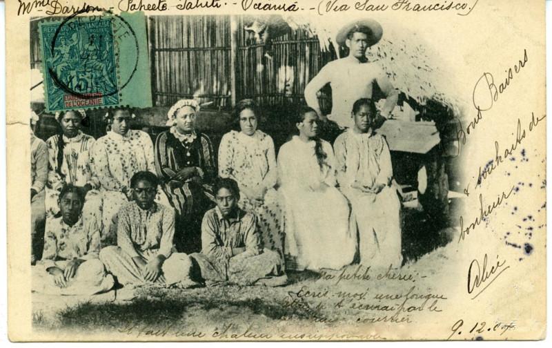 Carte postale ancienne Bora Bora – La reine et ses dames d'honneur, Ana'ite (2) à