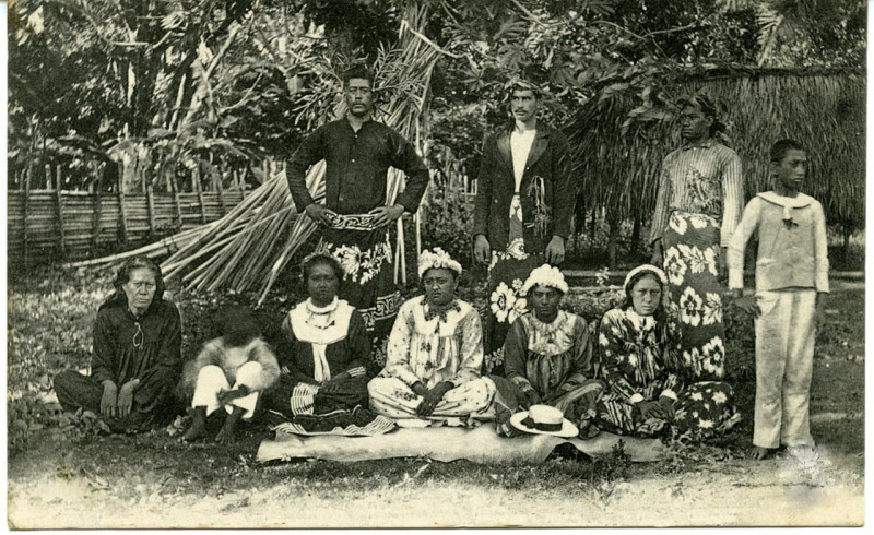 Carte postale ancienne Bora Bora – La Reine Teriimaevarua à Vaitape à